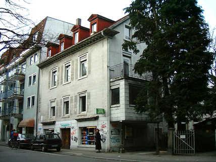 Mehrfamilienhaus vor der Renovierung