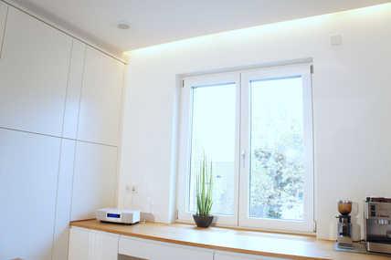 Die warme und verbrauchte Luft in der Küche wird über Luftauslässe an der Decke lautlos und kontinuierlich abgesaugt.